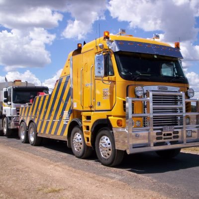 4 Things To Do While Waiting For A Commercial Tow Truck
